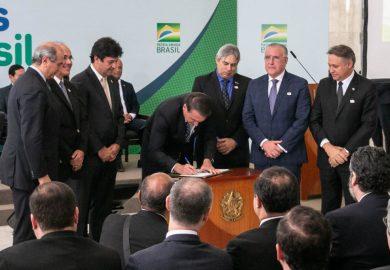 Assinada medida provisória do programa Médicos pelo Brasil que substituirá Programa Mais Médicos.